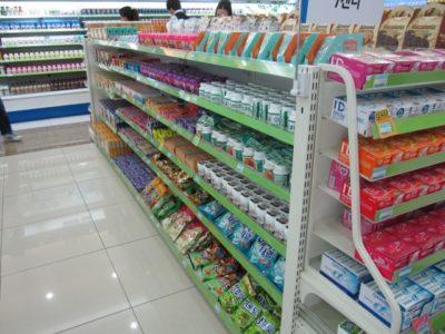 スーパーの店内