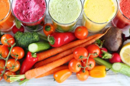 たくさんの野菜とスムージー