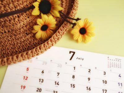 ひまわりと7月のカレンダー